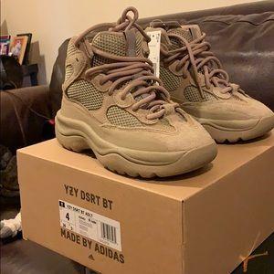 Yeezy Dsrt boot